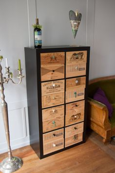 During a trip in Switzerland I visited the Castle of Oberhofen.In its restaurant I came across an amazing (but simple) Expedit Hack with custom drawers, made of old wine boxes. I peeked inside to see how it works – there is a thin metal on the side to support the upper drawer in each box. [&hellip