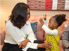 Michelle Obama Tells Toddler Mesmerized By Her Portrait To 'Keep On Dreaming Big' | HuffPost