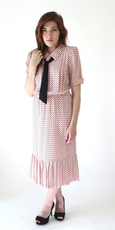 """Beautiful Nu Mode Dress -  1970s-1980s Nu Mode dress from Toronto -  Chest: 39"""", Waist: 25"""" (without elastic), 36"""" (with elastic), Length: 46"""" - 35.00 dollars"""