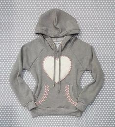 00706e90c2 blusa moletom feminino cinza capuz bolso coração pêlo pérola