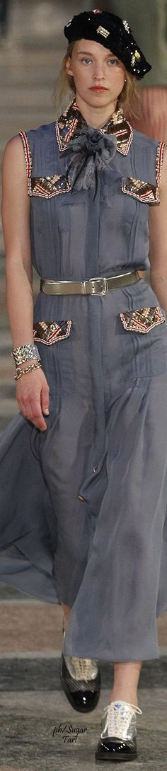 Chanel cruise 2016-17 in Cuba Update an old dress with a new collar and pocket flaps, a perfect DIY
