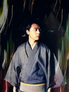 堂本剛 Tsuyoshi Domoto Japanese Men, My Idol, Bomber Jacket, Tsuyoshi Domoto, Ruffle Blouse, Celebrities, Kids, Jackets, Blood