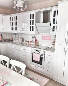 Home Trends 2020 Kitchen Decor, Kitchen Cabinets, Room, House, Fashion Designers, Furniture, Home Decor, White Kitchens, Closet