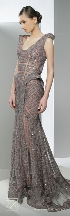 I like the back of this better than the front. Modern party dress/Vestido de festa moderno
