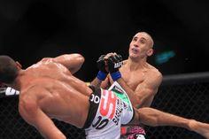 """Terry Etim leva chute de Edson Barboza e """"apaga"""" instantaneamente. Golpe do brasileiro foi elogiado como um dos mais impressionantes da história do UFC"""
