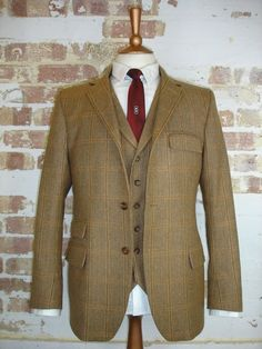 3 piece tweed suit in a 3 button and waistcoat with lapels style 3 Piece Tweed Suit, Tweed Suits, 3 Piece Suits, Men's Suits, Tweed Run, Tweed Jacket, Suit Jacket, Suit Shirts, Lapels