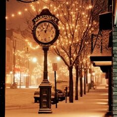 Downtown Traverse City in Michigan. I remember winter nights like this. Absolutely gorgeous. And so romantic. <3