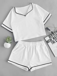 Foldover neck contrast trim top with shorts tipos de ropa, combinaciones de Teen Fashion Outfits, Outfits For Teens, Summer Outfits, Cute Sleepwear, Sleepwear Women, Cute Lazy Outfits, Casual Outfits, Shorts Style, Pijamas Women