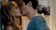 Pin for Later: The Best Movie Kisses of All Time The First Time Aubrey (Britt Robertson) and Dave (Dylan O'Brien) experience young love. Dylan O'brien, Dylan And Britt, Anna Faris, Tyler Hoechlin, Thomas Brodie Sangster, Chloe Grace Moretz, The First Time Movie, Dylan O Brien Gif, Dylan O Brien Imagines