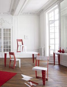 Le célèbre jeu de construction Meccano s'associe au site de e-commerce Achatdesign.com pour créer une collection de mobilier entièrement modulable et évolutive : Meccano Home. http://www.elle.fr/Deco/News-tendances/News/Meccano-la-ligne-de-mobilier-en-kit-2714135