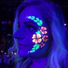 Party Neon Makeup Ideas For 2019 Pintura Facial Neon, Diy Neon Party, Glow Face Paint, Body Paint, Uv Makeup, Neon Licht, Neon Birthday, Blacklight Party, Makeup Tricks