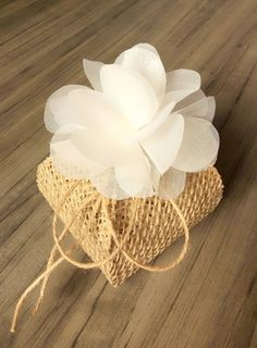Wedding Gift Baskets, Wedding Favor Boxes, Wedding Favors For Guests, Wedding Gifts, Wedding Cards, Burlap Flowers, Diy Flowers, Fabric Flowers, Havanna Party
