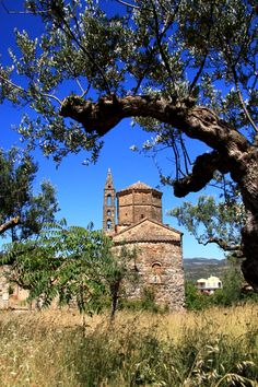 ✨ In Agios Spiridon Old Kardamili in Pelopónissos 👌 ☺ 💖 ✨ Beautiful Places In The World, What A Wonderful World, Greek Beauty, Go Greek, Greek Isles, Cathedral Church, Peaceful Places, Byzantine, Cyprus