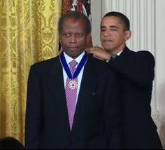 Actor Sidney Poitier receives the Presidential Medal of Freedom from President Barack Obama on August 12, 2009.