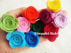 felt roses <3