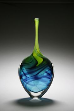 A beautiful example of a Glass Art vase by Scott Gamble. Verre Design, Glass Design, Fused Glass, Stained Glass, Glass Bottles, Perfume Bottles, Cristal Art, Glas Art, Art Of Glass