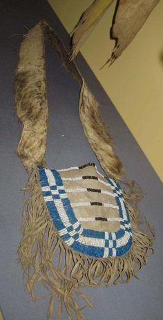 Shoulder bag, early 19th century. Schallanburg Mus  ac
