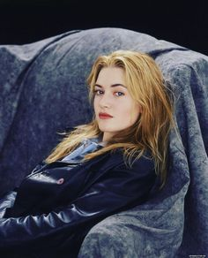 Kate Winslet sexy with red lipstick Kate Winslet Young, Kate Winslet Oscar, Titanic Kate Winslet, Hollywood Actresses, Actors & Actresses, Kate Winslate, Kate Middleton Hair, Kate And Meghan, Rachel Weisz
