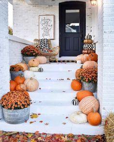 Use these beautiful fall decor ideas to decorate your porch! These cheap and easy ideas will give you some inspiration for how to decorate your porch with wreaths, pumpkins, corn stalks, hay bales, and more! Home decor 15 Fall Front Porch Decorating Ideas Fete Halloween, Happy Halloween, Halloween Decorations, Autumn Decorations, Outdoor Halloween, Scary Halloween, Halloween Door, House Decorations, Easy Home Decor