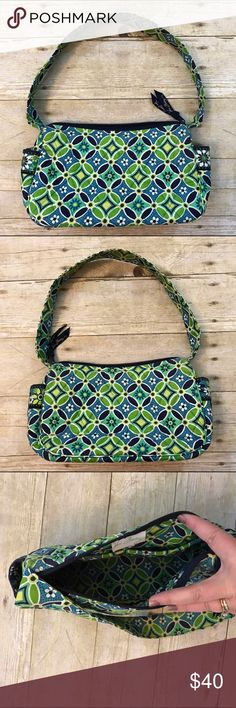 """💚Vera Bradley Maggie in daisy daisy pattern Vera Bradley Maggie purse in retired daisy daisy pattern. Full zip top, exterior pockets on each end, nice wide strap, 2 slip pockets inside. 9.5""""L x 5.5""""H x 3.75""""D with 8.5 inch strap drop. Perfect condition! Vera Bradley Bags"""