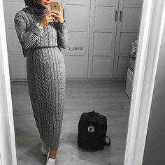 Hello girls good start of the week Folgen Sie FOLGEN Sie @ hijabs_inspirations The post Hallo […] Street Hijab Fashion, Muslim Fashion, Modest Fashion, Fashion Outfits, Chic Outfits, Casual Hijab Outfit, Hijab Chic, Hijab Dress, Casual Winter Outfits