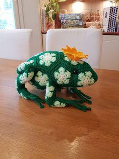 by MiaBina: Kurnuttavat kruunupäät - The Royal Frogs