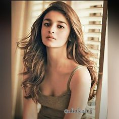 Hot & Sexy Alia Bhatt is a most famous Bollywood Indian actress. Student of the Year & Raazi actress Alia Bhatt Boobs & cleavage in the bikini images Beautiful Bollywood Actress, Beautiful Indian Actress, Beautiful Actresses, Bollywood Heroine, Indian Celebrities, Bollywood Celebrities, Bollywood Girls, Indian Bollywood, Bollywood Actors