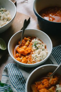A chewy brown rice jazzed up with the fragrant Thai ginger, fresh cilantro, and a squeeze of lime with cauliflower in a rich and spicy red Thai curry sauce.