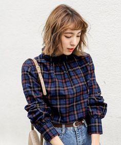 select MOCA(セレクトモカ)の「フリルスタンドカラーコットンブレンドバックボタン付きチェック柄ブラウス(シャツ・ブラウス)」です。このアイテム着用のコーディネートをチェックすることもできます。 Tartan, Plaid, Shirt Blouses, Shirts, Check Shirt, Punk, Denim, How To Wear, Outfits