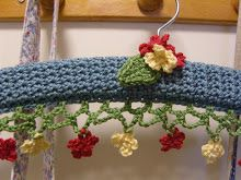 Tutorial to make crochet hangers inspired by the ones in Lucy's Japanese craft book....Personally I think that this pattern could be translated into edging for bed linens..finger towels...kitchen towels and the like....