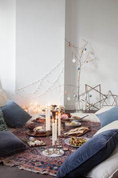 Weihnachten mit Freunden, Weihnachtspicknick - Dekoration im Boho-Style.