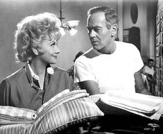"""Actor Henry Fonda and actress Lucille Ball on the set of the movie """" Yours, Mine and Ours"""" in Get premium, high resolution news photos at Getty Images Vintage Hollywood, Classic Hollywood, Marilyn Film, Javier Bardem, Henry Fonda, We Movie, Comedy Tv, Lucille Ball, I Love Lucy"""