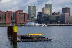 Zo een horizon tref je alleen in Rotterdam. #fb #photography #travelphotography #traveller #canon #canonnederland #canon_photos #fotoreis #travelblog #reizen #reisjournalist #travelwriter #willemlaros.nl #reisfotografie #landschapsfotografie #follow #instalaros #rotterdam #straatfotografie