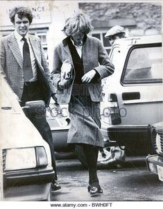 diana-princess-of-wales-alone-24th-november-1981-princess-di-popped-bwh0ft.jpg (422×540)