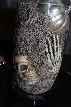 Idee per decorare la tavola di Halloween - Centrotavola macabro per Halloween