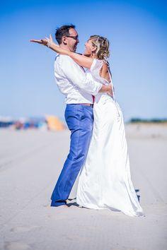 #photo de #mariage #couple #mariée à #montpellier au bord de #mer sur la #plage #wedding #photographe #bride #beach #sea