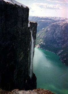 Lysefjorden - Foss ved Lysefjorden - Rolf Steinar Bergli