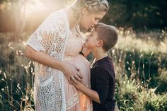 Rustic bohemian family maternity photos Source by LeonieCappello Bohemian Maternity Photos, Family Maternity Photos, Fall Maternity, Maternity Pictures, Newborn Photos, Family Photos, Family Posing, Family Portraits, Maternity Photography Poses