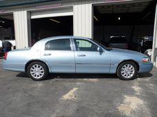 2006 Lincoln Town Car  $7,750