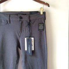 NWT Liverpool Grey Pant Leggings Super stretchy and soft, chic grey color, can be worn as pants or jeans with the pocket details, new with tags, never worn, a fall essential! Pants Skinny