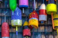 Buoys on an Old Shed at Bernard, Maine, USA Papier Photo par Joanne Wells sur AllPosters.fr