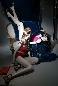 Vitrines Lanvin - Paris, février 2012 www.instorevoyage.com   #in-store marketing #visual merchandising