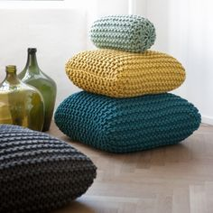 photos of modern and comfortable floor cushions! 111 photos of modern and comfortable floor cushions! – photos of modern and comfortable floor cushions! 111 photos of modern and comfortable floor cushions! Knitting Projects, Knitting Patterns, Crochet Patterns, Knitting Ideas, Crochet Pouf Pattern, Crochet Blocks, Afghan Patterns, Square Patterns, Blanket Crochet