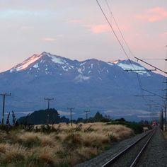 Prenez le #train pour le #mounttongariro en #nouvellezelande #comptoirdesvoyages #comptoirdesvoyages_insolite2016