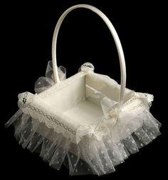 Miss Complementos de Novia | Visitar tiendas Wedding Gift Wrapping, Wedding Favor Boxes, Wedding Baskets, Wedding Prep, Wedding Planner, Baby Crafts, Diy And Crafts, Box Creative, Blessing Dress