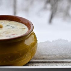 Creamy Chicken and Brie Soup -- yum -- http://www.howsweeteats.com/2011/01/creamy-chicken-and-brie-soup/