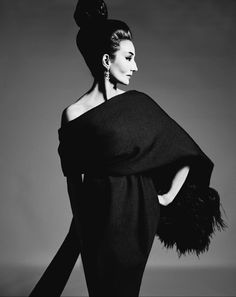 Jacqueline de Ribes in Yves Saint Laurent, 1962 Photograph by Richard Avedon, © The Richard Avedon Foundation