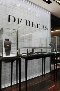 De beers diamond jewellers glass display of luxurious pieces in the vancouver store. Jewellery Shop Design, Jewellery Showroom, Jewellery Display, Handmade Jewellery, Diamond Shop, Diamond Stores, Shop Interior Design, Retail Design, Vancouver