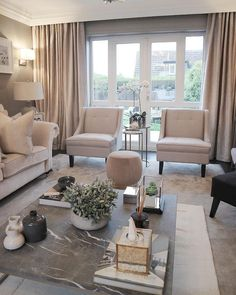 35 Amazing Small Living Room Decor Idea for Your First Apartment. Amazing Small Living Room Decor Idea For Your First Apartment Living room wall paintings always increase the total look of the house. Lamps Lighting is a significant part of a […] Small Living Room Decor, Living Room Color, Living Room Decor Apartment, Apartment Living Room, Home Decor, House Interior, Elegant Living, Interior Design Living Room, Living Decor