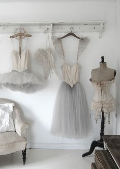 beautiful antique and vintage displays, studio inspiration